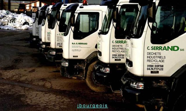 Serrand - Une flotte de véhicules et plus de 1000 bennes de différents volumes