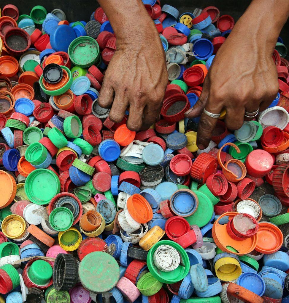 Une fois les déchets orientés, ils sont ensuite collectés puis transportés vers des sociétés de tri et de préparation avant de débuter la phase du recyclage.